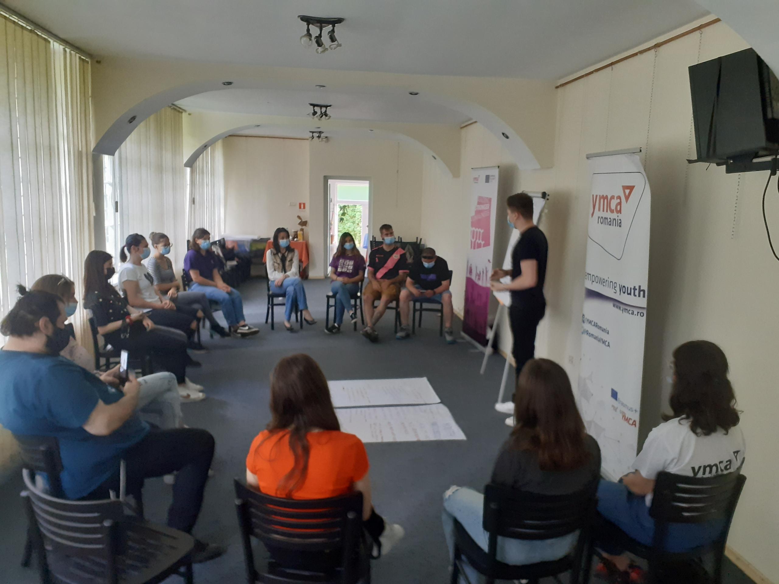 Atelier educațional privind schimbările climatice și participarea tinerilor în comunitate susținut la Viseu de Sus de catre voluntarii Corpului European de Solidaritate